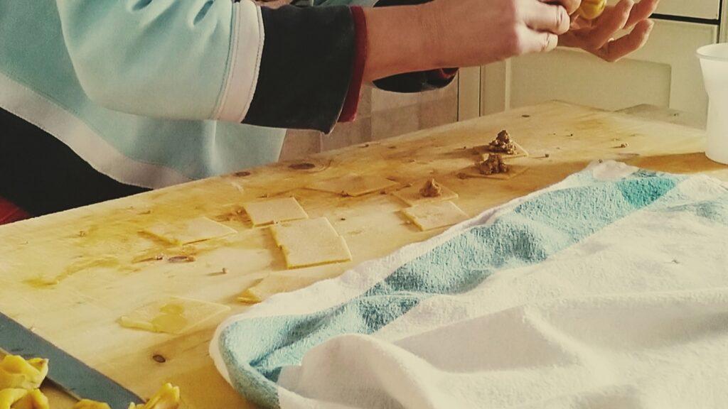 Vorbereitung hausgemachter Tortellini