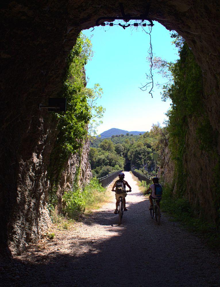 Vom Cortaccione Tunnel kommt man gleich auf die gleichnamige Brücke