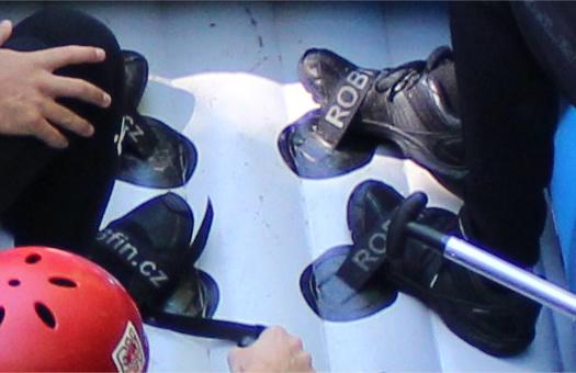 Füße sollen im Raft immer in den Fußschlaufen stecken ;)