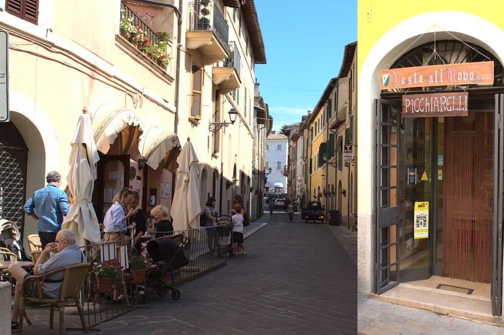 """In der Via Roma die zum Hauptplatz leitet, befindet sich der Laden """"La Bottega della Pasta"""" wo man frische Picchiarelli kaufen kann"""