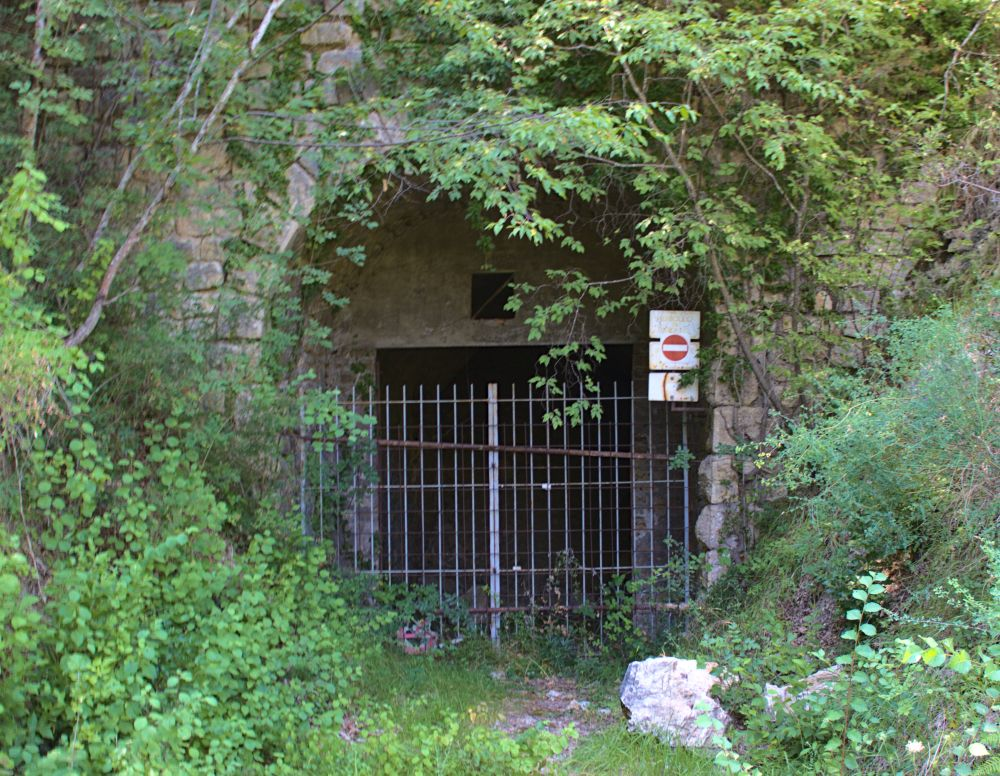 Ein geschlossener Tunnel auf dem Spoleto Norcia Radweg