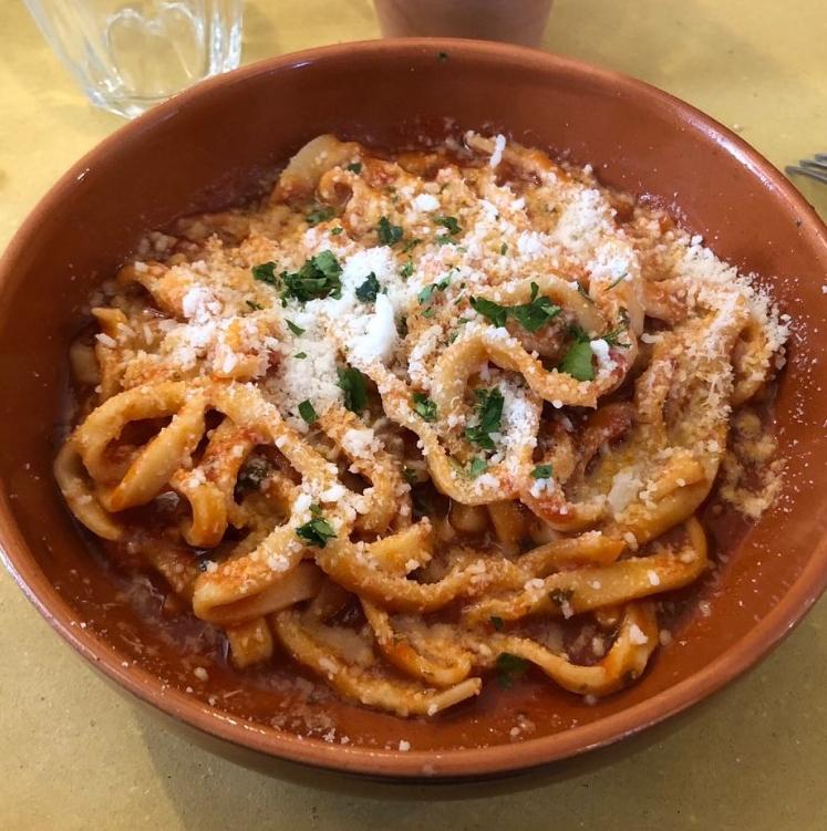 Ciriole gibt es nur in Umbria und sie werden nur mit Wasser und Mehl zubereitet. Ein typische Nudelart aus Terni,