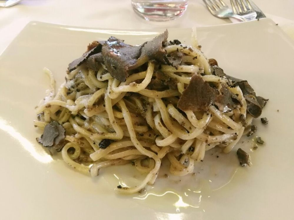 Ein klassisches Gericht aus Umbria sind die Strangozzi al Tartufo (Trüffeln)