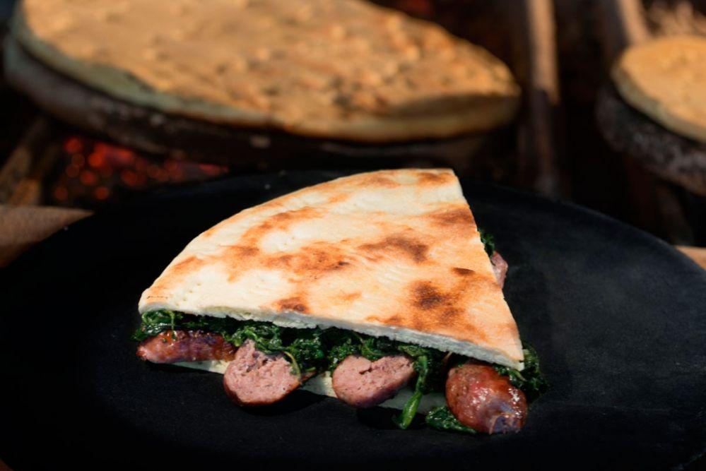 An den Umbrier liegt viel an der Originalität des Rezepts der Torta al Testo weshalb man sie nicht mit einer normalen Focaccia verwechseln sollte. Photo: www.faliero.it/trattoria