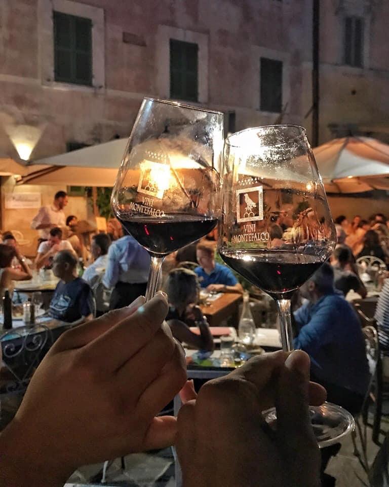 Das gute Essen aus Umbrien verdient eine hervorragende Kombination mit Wein aus dieser Region. Photo: www.facebook.com/MovimentoTurismoDelVinoUmbria